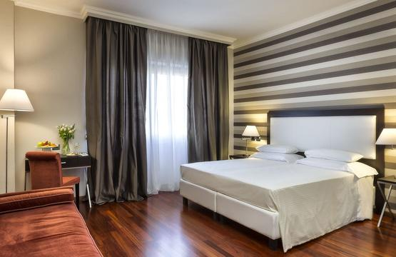 Sina-Marialuigia-deluxe1-room.5f092be90650f8855d963407adcd7227