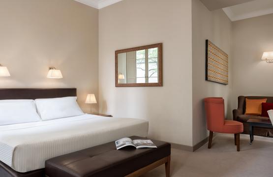 Sina-Marialuigia-suite1-room.5f092be90650f8855d963407adcd7227