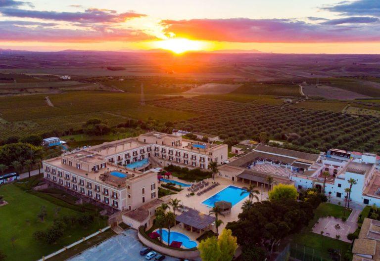 giardino_di_costanza_resort_aerial_view_tramonto