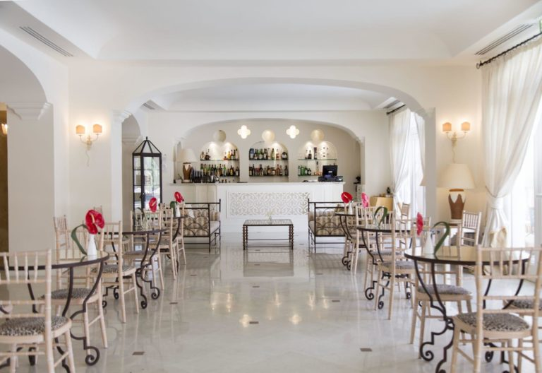 giardino_di_costanza_resort_lobby_bar